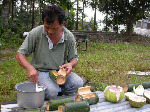 tn_竹筒飯製作.JPG