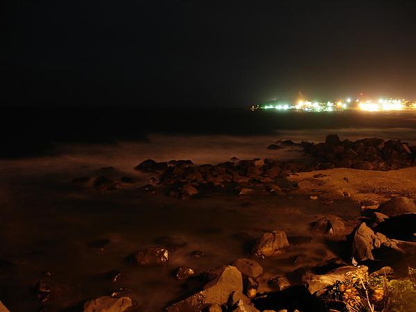 這張 我也很喜歡 海水跟遠方的燈塔