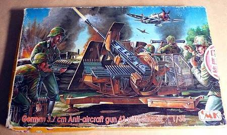 German 37cm ANTI-AIRCRAFT GUN 43 WITH CHASSIS-35-01