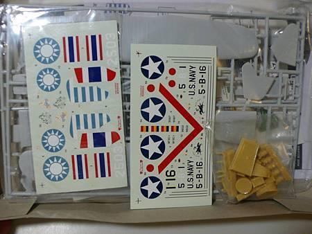 BF2C-1 加霍克三貼紙-48-02