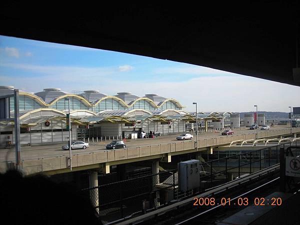 05016.DSCN2076 從捷運機場拍機場.jpg