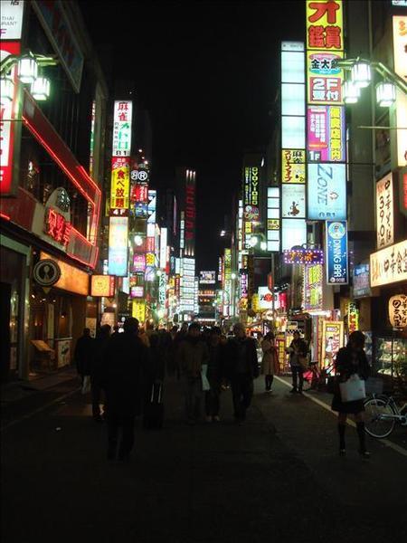 歌舞伎町入口街上