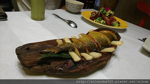 幹嘛餐酒館~西班牙料理x花東食材~蘋果香魚側身024