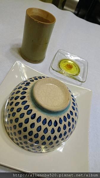 幹嘛餐酒館~西班牙料理x花東食材~陶瓷碗+橄欖油蘋果醋+好喝茶005
