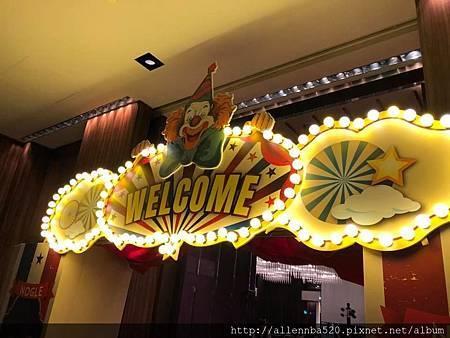 酷亞整合行銷 入場拱門小丑設計+燈泡