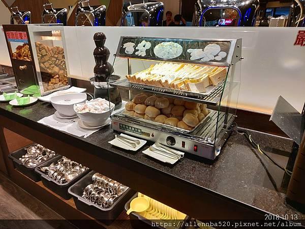高雄岡山必吃餐廳 | 全家牛排館 CP值報表 | 烤麵包