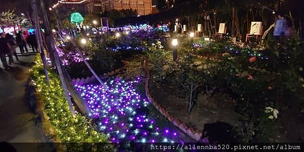 高雄佛光山燈會_花圃的燈燈也很厲害唷