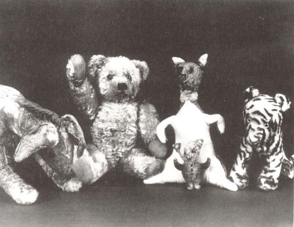 Christopher-Robin-s-Toys-winnie-the-pooh-194518_600_463.jpg