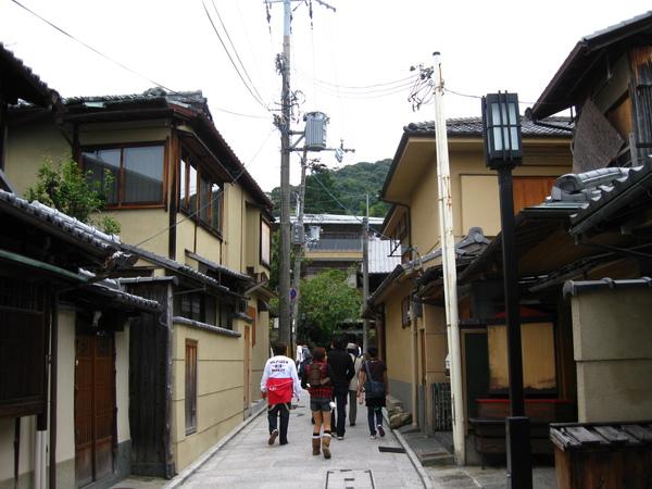 往二寧坂方向  要去清水寺