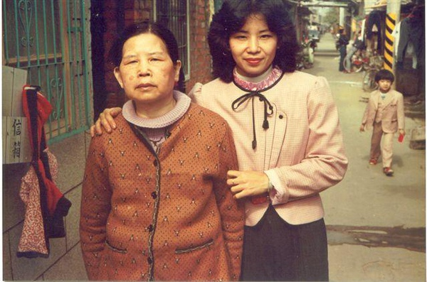 外婆與媽媽和我小時候