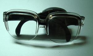 麥當勞的柯南玩具。眼鏡