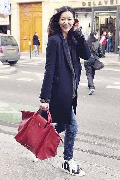 中國超模劉雯手執Longchamp Le Pliage Cuir小羊皮摺疊包