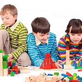 children-playing-with-blocks