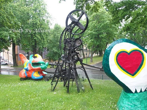 現代美術館前的雕塑