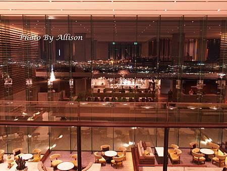 晚上的日本平精品飯店