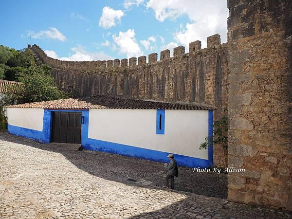 葡萄牙小鎮歐比都斯城牆下