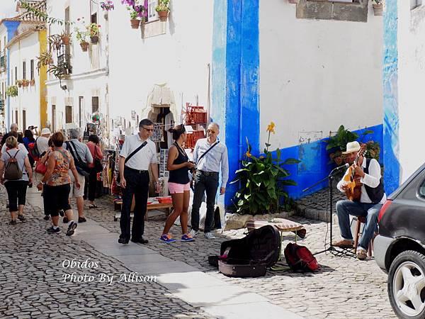 葡萄牙小鎮歐比都斯肆意伸展的九重葛