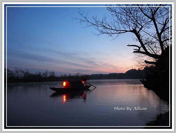 月亮彎的漁船