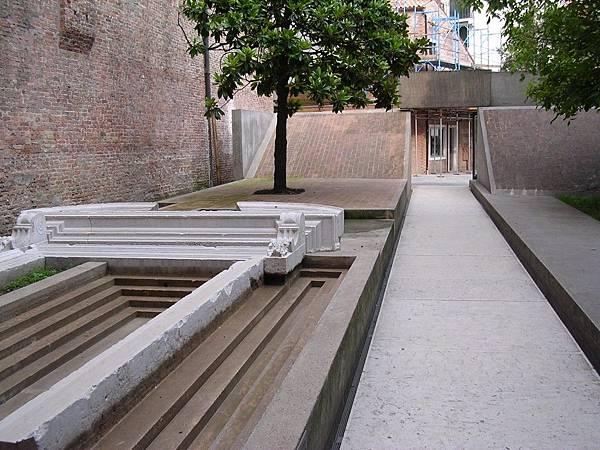 建築學院入口.jpg