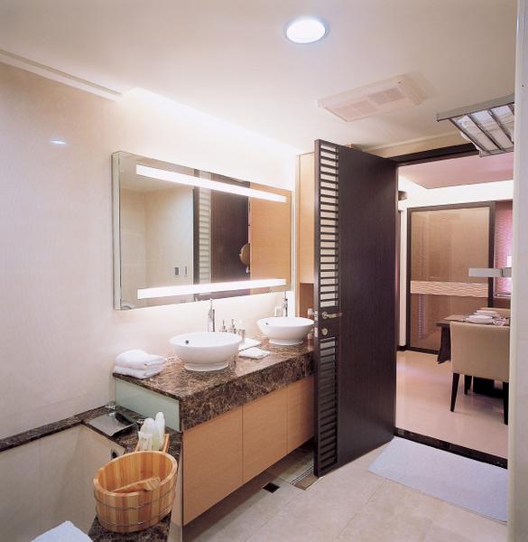 upload.new-upload-414918-i+S-+x-55bathroom.jpg