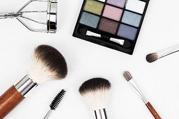makeup-brush-1761648.jpg