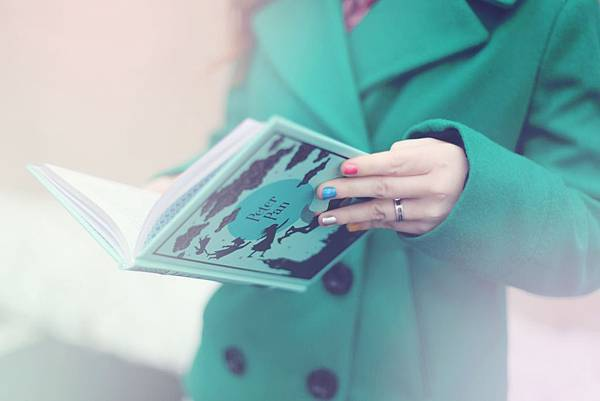 alone-book-coat-446345.jpg