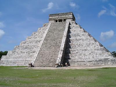 馬雅金字塔驚見神秘光柱