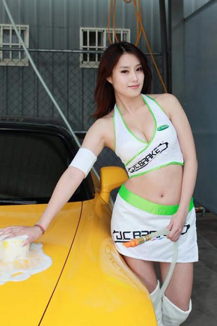 李睿紜 - Vita 李睿紜 深V女騎士吸睛度百分百