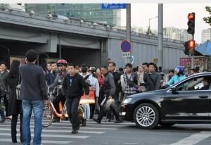 中國式過馬路 只罰前3名 遭批很瞎 – 中國式過馬路