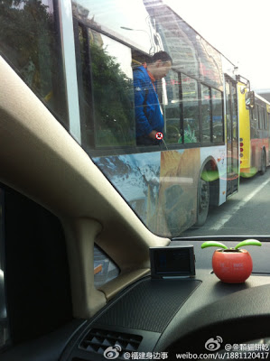 巴士窗小便