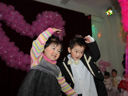 幼兒園集體婚禮