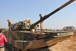 土豪20萬買坦克
