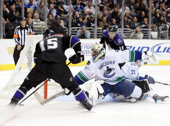 Vancouver Canucks - Robert Luongo (10.25.10).jpg