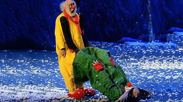 【走進劇場】時間或許會走,但我們得想辦法把自己留下:斯拉法《下雪了》_艾莫西01
