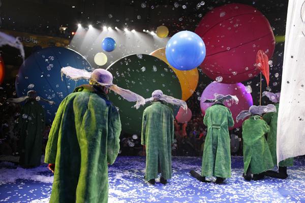 【走進劇場】時間或許會走,但我們得想辦法把自己留下:斯拉法《下雪了》_艾莫西02