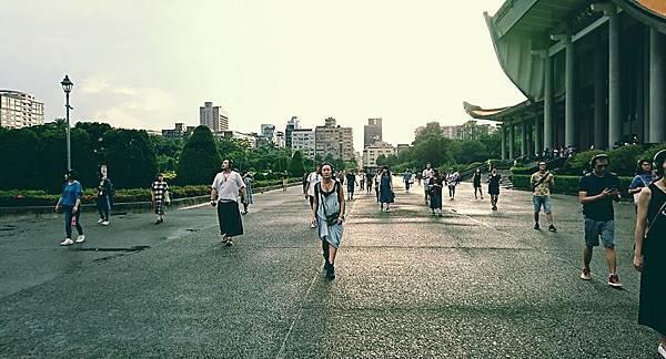 【走進劇場】一場大庭廣眾下的人體實驗:台北藝術節《遙感城市》(2018年版)_艾莫西3