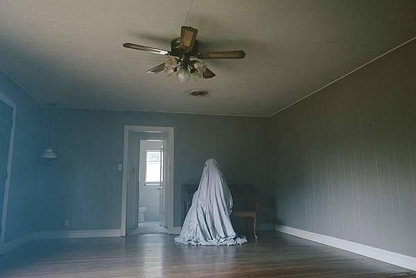 【影涉人生】等待是一生中最初蒼老:《鬼魅浮生》(A Ghost Story)_艾莫西04.jpg