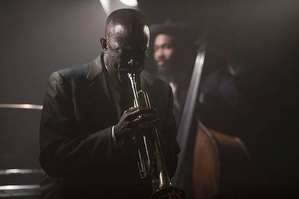 孤獨是一首漫長的爵士樂:《布魯克林孤兒》(Motherless Brooklyn)_艾莫西11.jpg