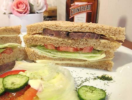 匈牙利牛肉三明治