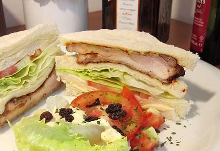 辣烤摩洛哥雞腿三明治