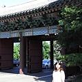 進入飯店前的牌樓 - 慶熙宮的正門(弘化門)