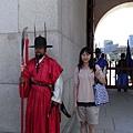 景福宮 - 與門將合照