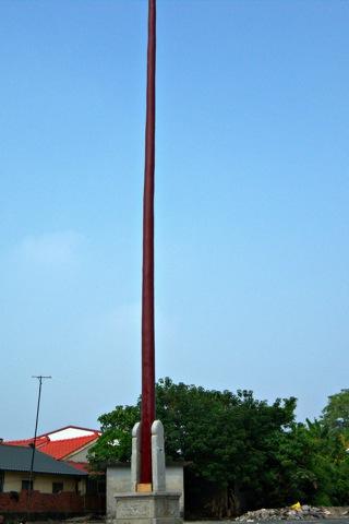 劉公館是座130餘年歷史的古厝,進門處的練武場上可見高聳的舉人杆