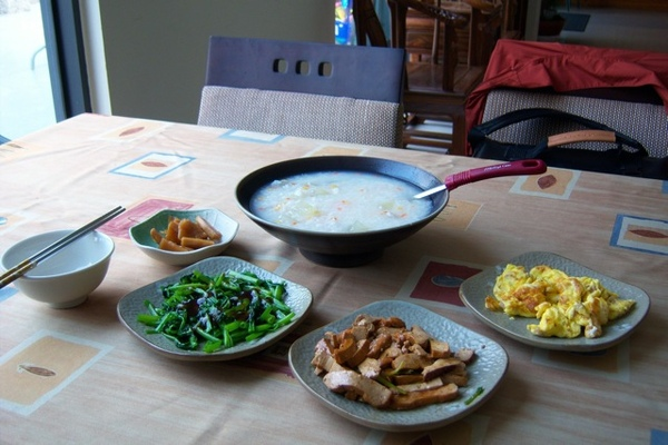 很豐富的兩人份早餐,吃的好飽,老闆娘手藝果然如網友所說的那樣的好