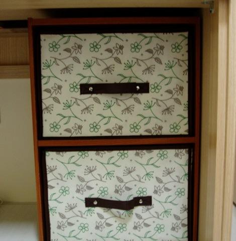 大潤發新買的兩層櫃+收納櫃