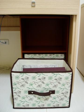 收納櫃是可以站立起來的喔,不是軟軟的布