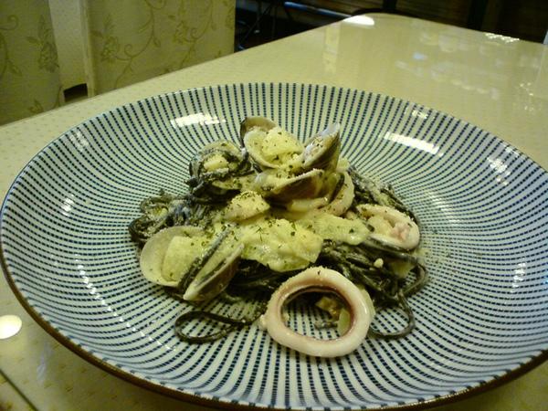 松子墨魚麵
