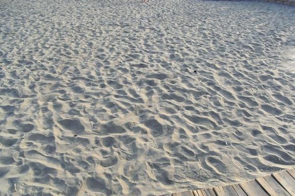 海沙與腳印