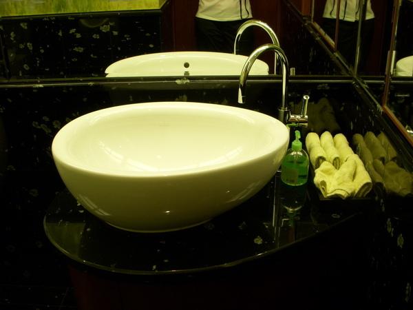 24客用洗手台.JPG