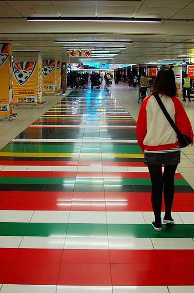 約堡有名的彩色地板, 顏色都是用南非國旗上的顏色